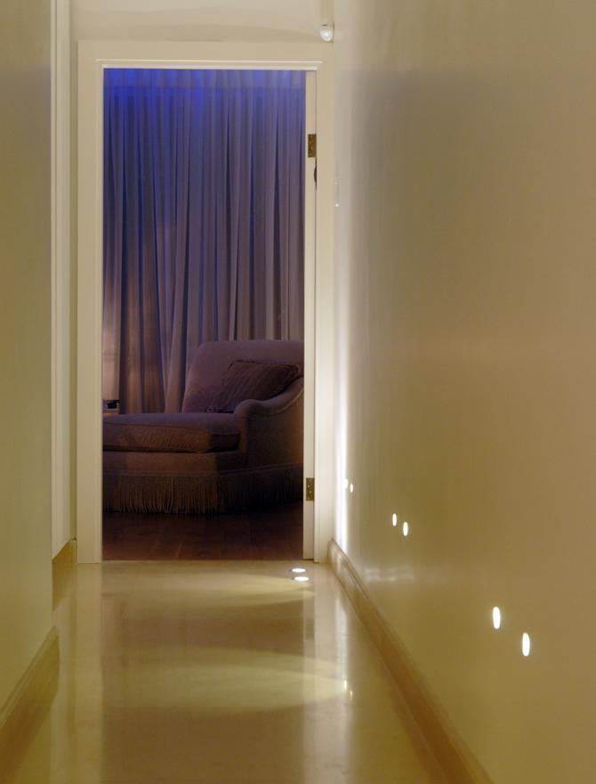 עיצוב תאורה במדרגות ומסדרונות
